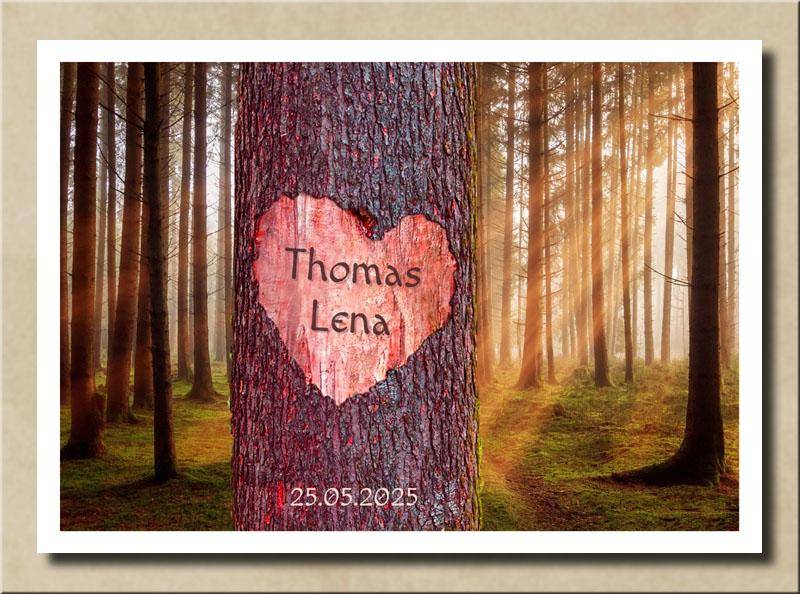 Liebesherz auf Baum im roten Sonnenschein mit Namen